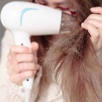 髪の毛チリチリ